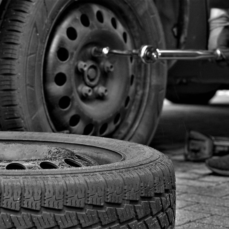Key factors to consider before choosing the right tyre for your forklift